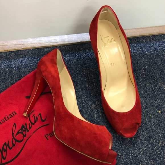 hot sale online 96a24 bc7ad Christian Louboutin red suede peep toe heels 39